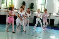 Tänzerische Früherziehung ab 4 Jahremit Tanja BormannIn diesem Kurs lernen die Kinder auf spielerische Art Musik, Raum u...
