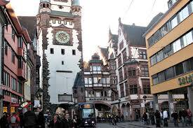 Freiburger Kinder können den Ferienpass bei einer der 16 Verkaufsstellen erwerben.